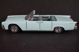 Franklin Mint 1/43 Scale 1961 Lincoln Continental Blue Convertible - $28.02