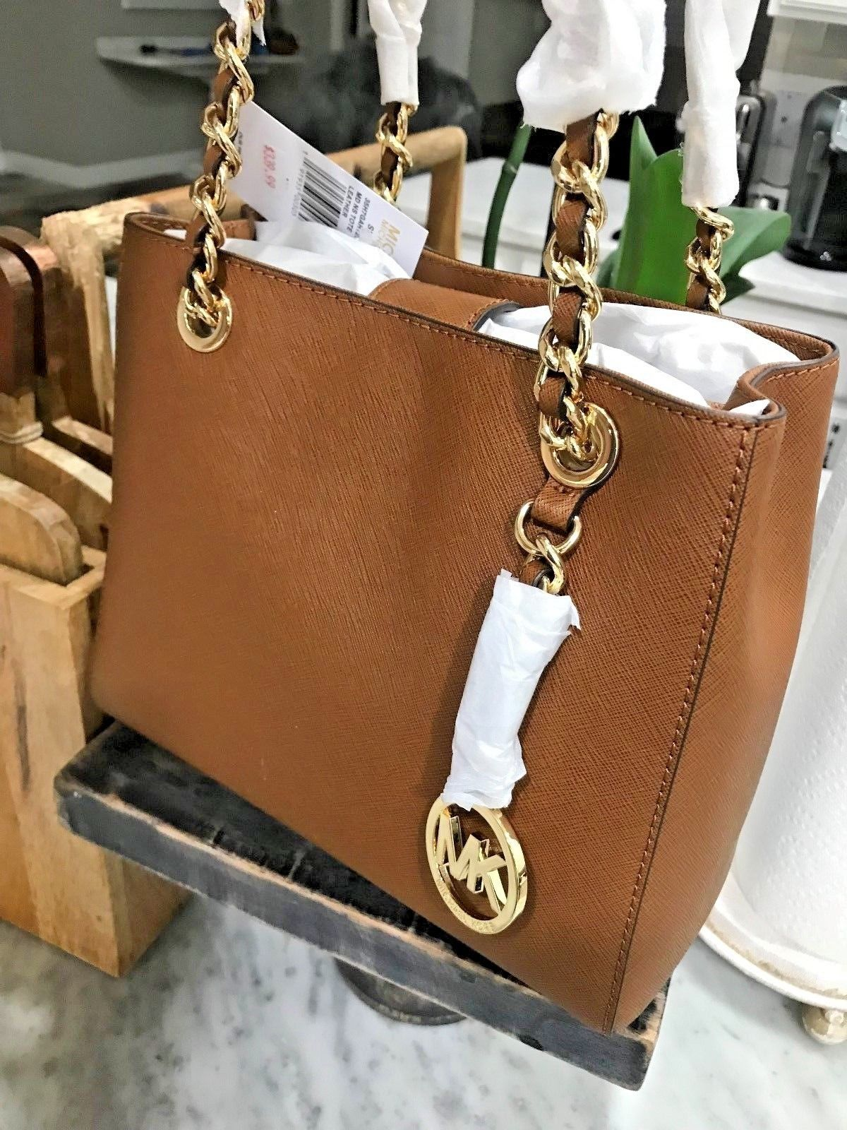 87162c6a9d96 ... closeout michael kors susannah medium ns convertible tote saffiano  bagaglio in pelle 5ef04 51361