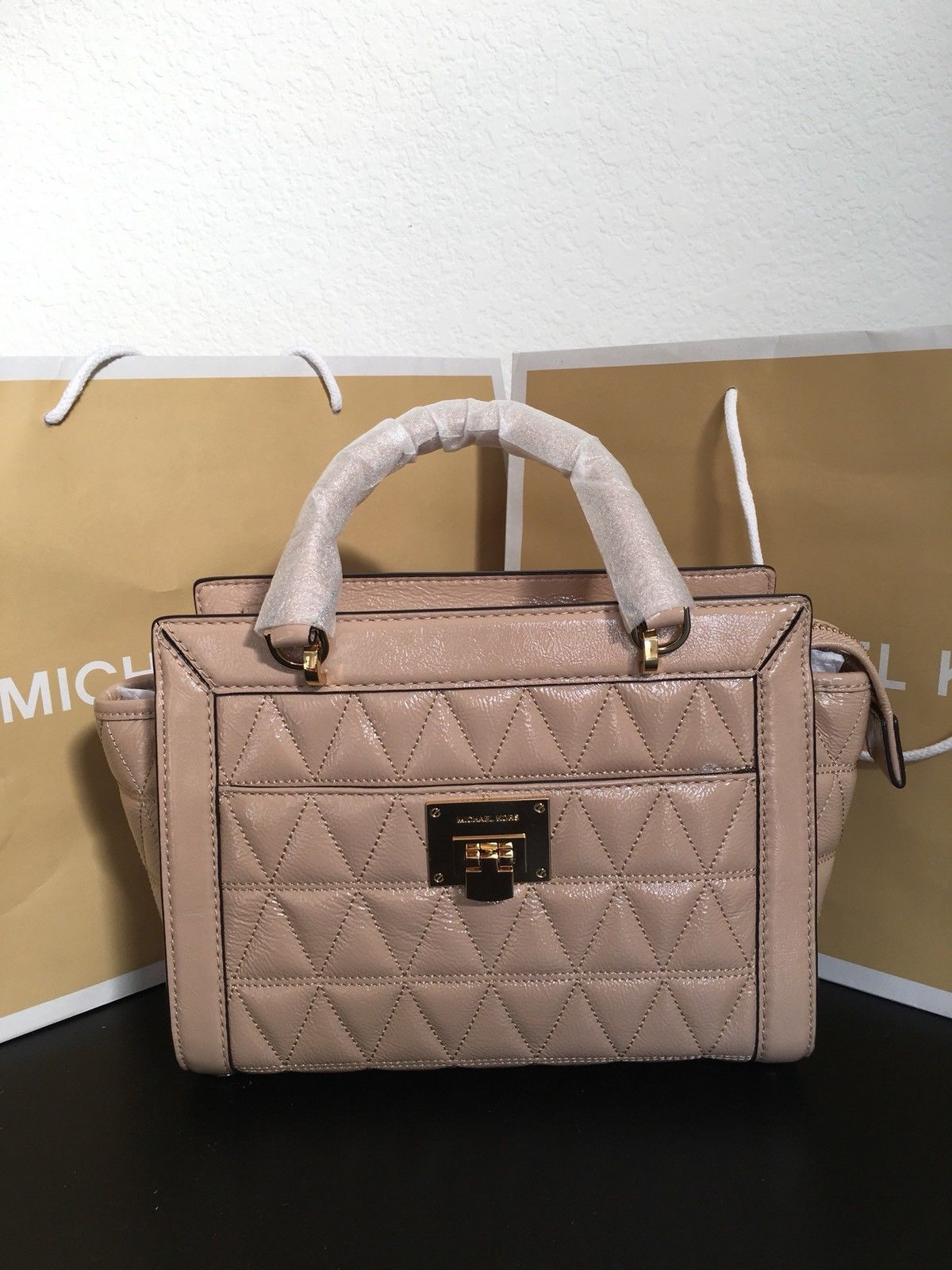 ad1e60ed52 S l1600. S l1600. NWT Michael Kors VIVIANNE Quilted SM TZ Patent Leather Messenger  Bag OYSTER  348