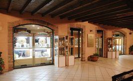 CIONDOLO CROCE ORO GIALLO BIANCO 18K, TUBO, FINEMENTE LAVORATA, MARTELLATA image 7