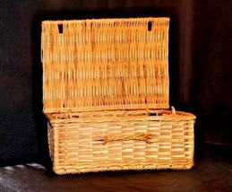 Woven Basket with Lid and Handle AA18 - 1133 Vintage image 1
