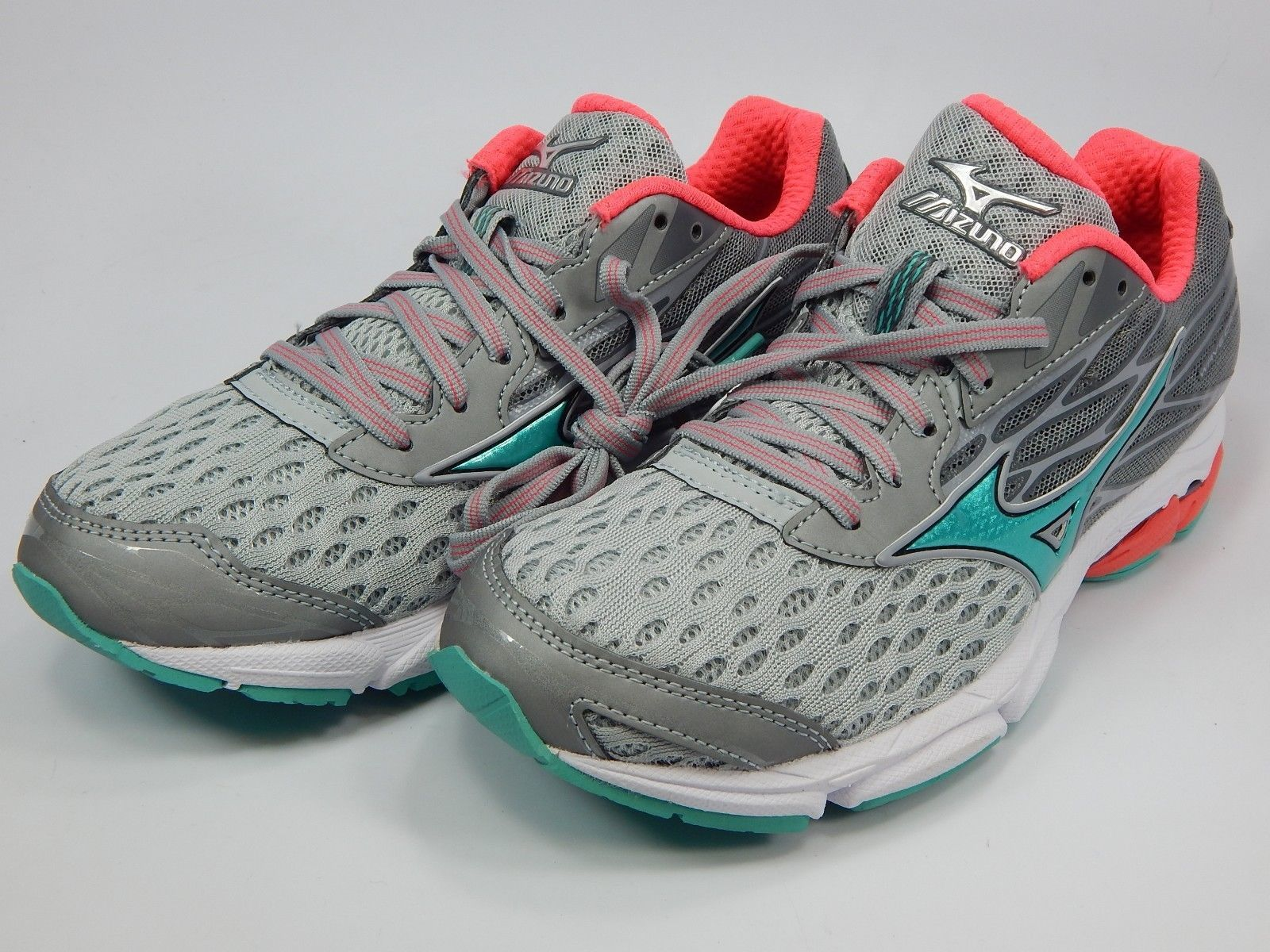 Mizuno Wave Catalyst 2 Size US 8 M (B) EU 38.5 Women's Running Shoes Silver