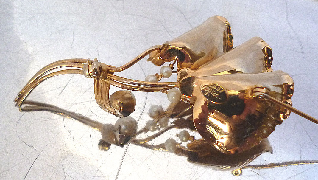 Signed Lady Alice 12KG Gold Filled Ginkgo Leaf Cultured Pearl Brooch 40's