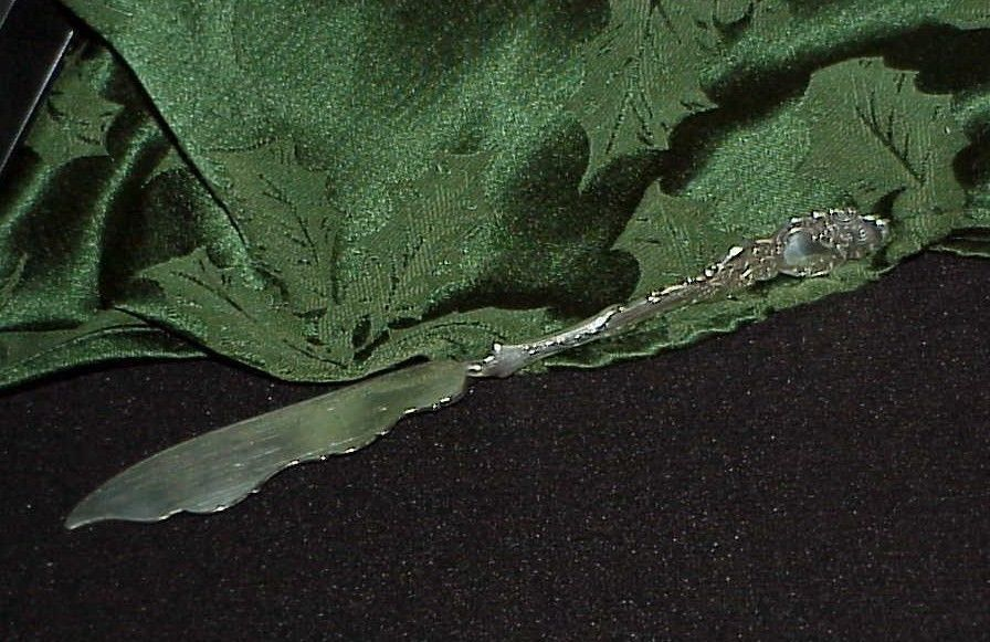"""Rogers Bros Silverplate Serpent Scallop Handle Master Butter Knife Antique 7.5"""""""