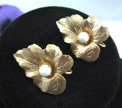 Sarah Coventry CHIT-CHAT  EARRINGS Clip On Vintage Faux Pearl Goldtone C... - $14.99