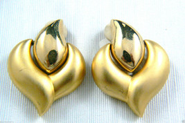 GIVENCHY PARIS NEW YORK LARGE ELEGANT GOLD TONE CLIP EARRINGS $0 SHIPPING - $64.94