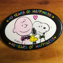 P EAN Uts Pinback Charlie Brown Pin Snoopy Schulz 40 Years Of Happiness Woodstock - $13.86