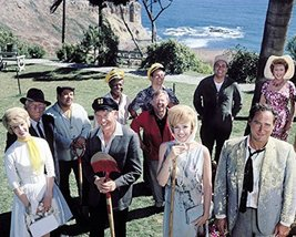 It's a Mad Mad Mad Mad World Rare Cast Pose on Cliff Top Milton Berle Dorothy - $69.99