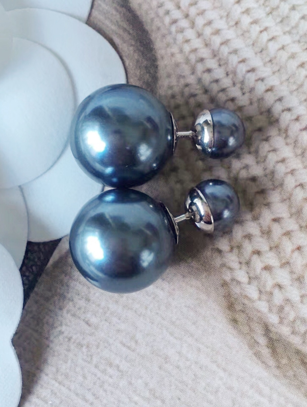 AUTHENTIC Christian Dior GRAY Mise En Dior Tribal Pearl Earrings