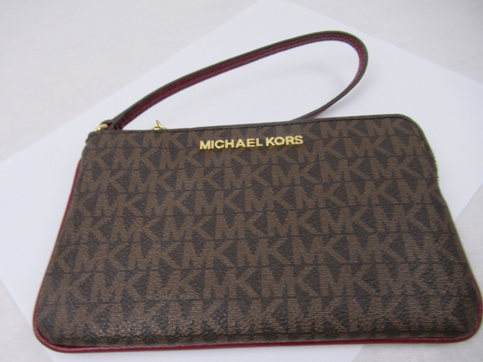 129a8239cc9d13 S l1600. S l1600. Previous. MICHAEL KORS JET SET TRAVEL LARGE TOP ZIP  SIGNATURE BROWN SIGNATURE WRISTLET NWT