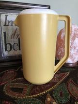 Vintage Rubbermaid Yellow Gold Pitcher 2 1/4 Quart White Lid - $10.09 CAD