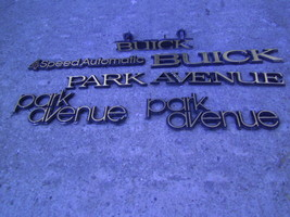 1985 BUICK ELECTRA PARK AVENUE GRILL ORNAMENT & FENDER & TRUNK EMBLEM OE... - $88.36
