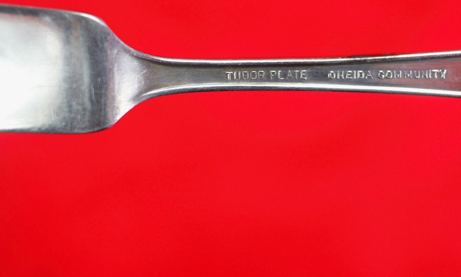 Flat Handle Butter Knife Spreader Oneida Queen Bess II Silverplate 1946 Tudor