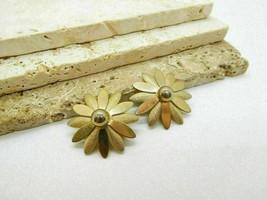 Vintage Sarah Coventry Gold Tone Daisy Flower Clip On Earrings K39 - $11.04