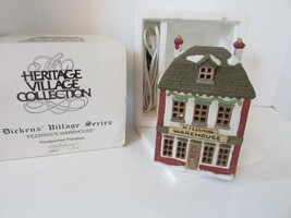 DEPT 56 65005 FEZZIWIG'S WAREHOUSE HERITAGE VILLAGE BUILDING W/CORD  D1 - $24.45