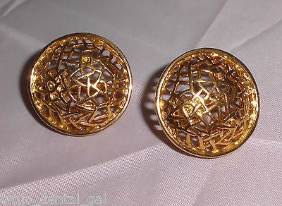 VTG Beautiful Pair of Avon Signed Gold Tone Open Work Circle Clip Earrings