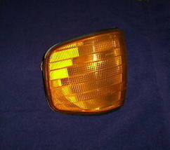 Mercedes Benz Parking Light 126 Body 300SD ~ Your Choice Left Or Right - $89.95