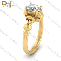 Solid 18k Yellow Gold Oval Cut Nearly White Moissanite Skull Gothic Wedd... - €1.097,28 EUR