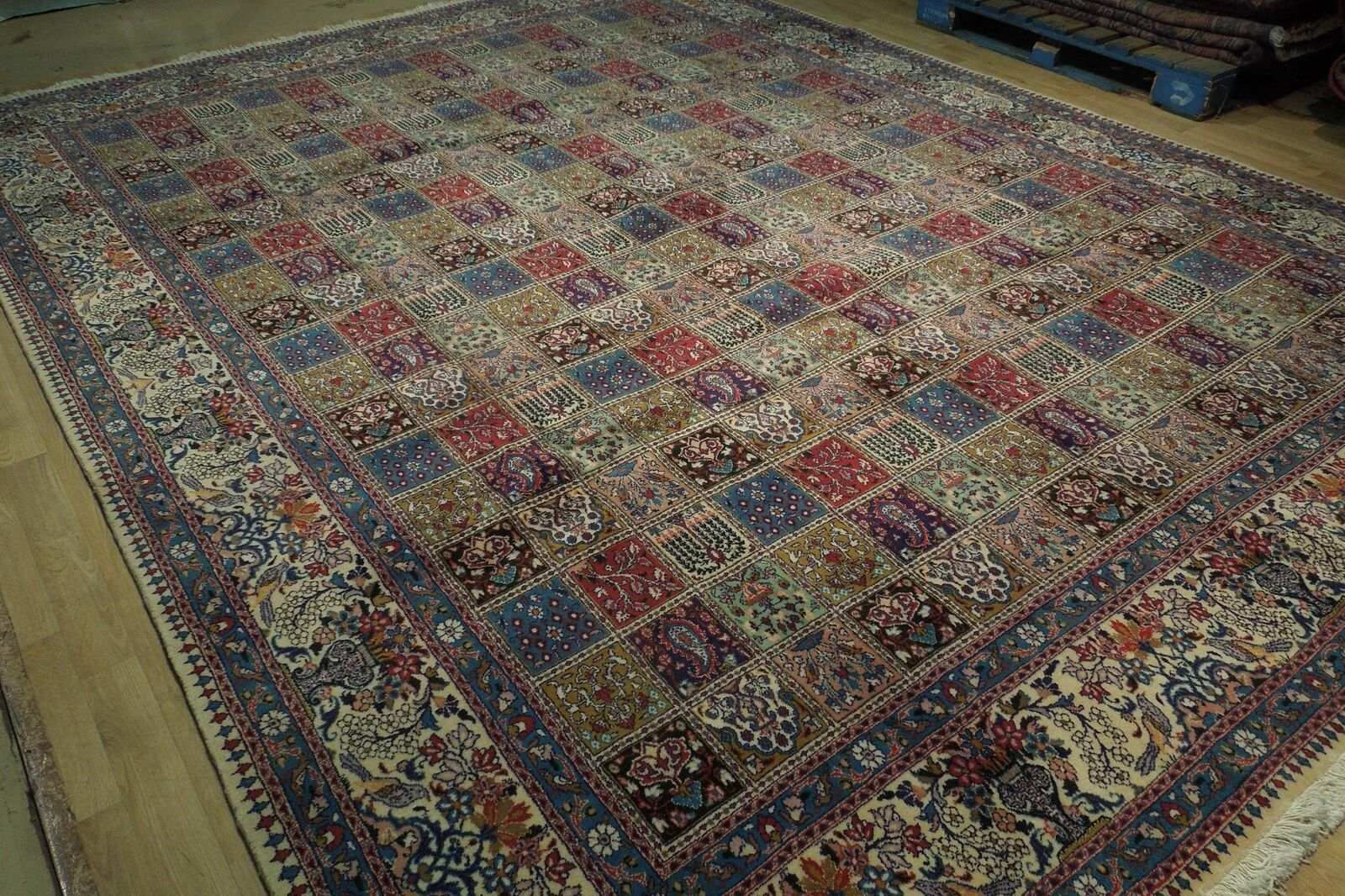 9 x 13 Fine Quality Complex Design Multi-Color Bakhtiari Persian Rug image 2