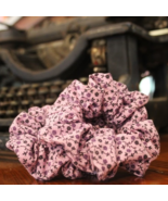 Handmade medium scrunchie light purple daisy print  - $3.50