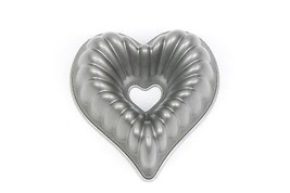 HEART Shape Metal BUNDT CAKE MOLD Bakeware Baking Nordic Ware - ₨1,023.78 INR