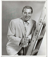 PERRY COMO SIGNED 8X10 PHOTOGRAPH. Nice autograph. - $29.69