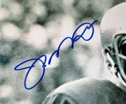 JOE MONTANA / NFL HALL OF FAME / AUTOGRAPHED 8X10 GAME ACTION PHOTO / PLAYER COA image 3
