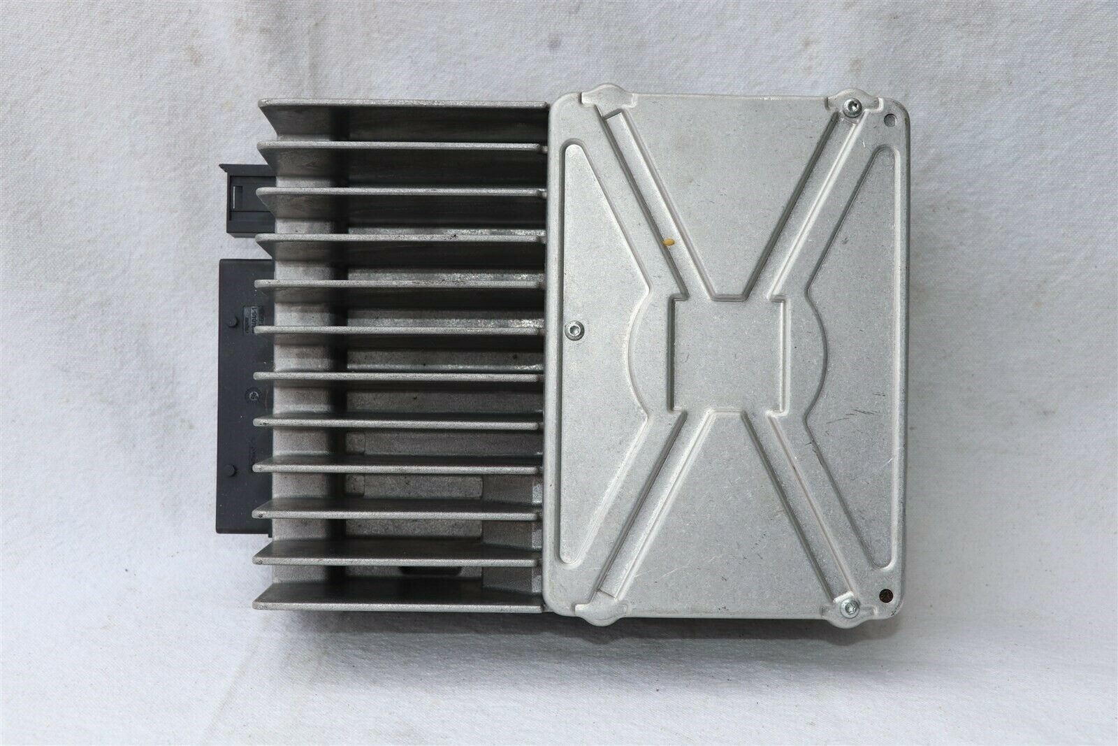 Mercedes W251 Radio Stereo Amplifier Amp A2518209589 251-820-95-89 Herman Becker