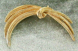 Vtg Signed Monet Gold Tone Spray Tied in Knot Brooch Pin Textured Finish - $10.00