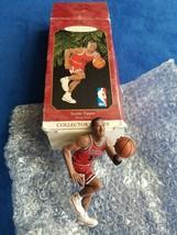 Hallmark 1999 Keepsake Ornament Hoop Stars Scottie Pippen - Chicago Bulls - $8.90