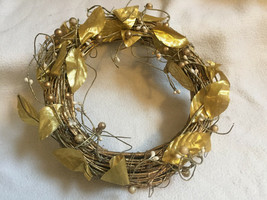 25cm Round Christmas Wreath Gold Natural Wicker Twigs Gold Leaves - $9.55