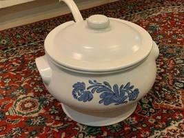 Pfaltzgraff Yorktowne Soup Tureen Lid & Ladle Set Serving 150Y White Blue Euc - $58.50