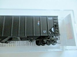 Micro-Trains # 10800421 Norfolk & Western 100-Ton 3-Bay Hopper with Coal Load (N image 3