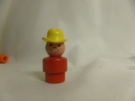 VINTAGE FISHER PRICE LITTLE PEOPLE FARMER, RED BODY, YELLOW HAT - $7.70
