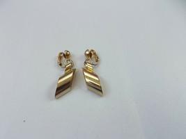 Beautiful Vintage Gold Tone Drop/Dangle clip-on Earrings (Z) - $8.12