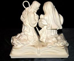Pure White Music Box of Mary, Joseph and baby Jesus on a Bible AA19-1643 Vintag image 7