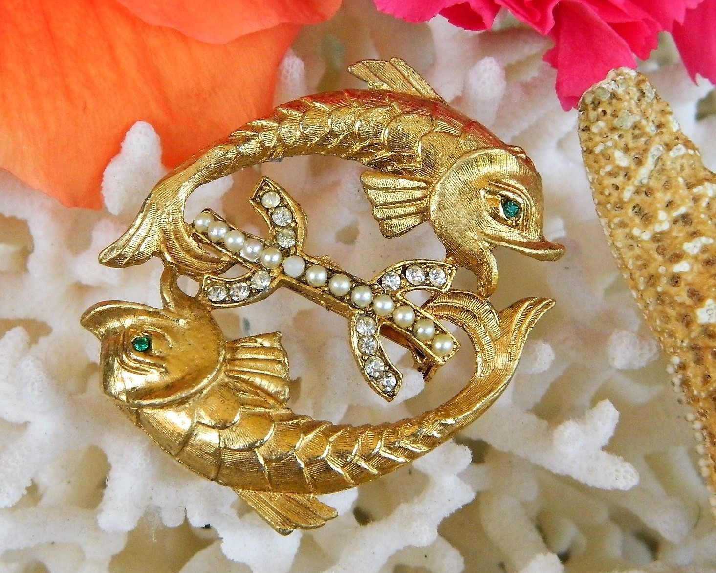 Vintage Pisces Twin Double Fish Brooch Pin Pearls Rhinestones Goldtone