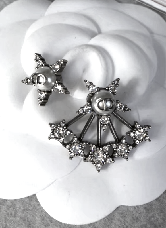 AUTH Christian Dior 2018 LIMITED EDITION CD Logo Pearl CRYSTAL STAR EARRINGS