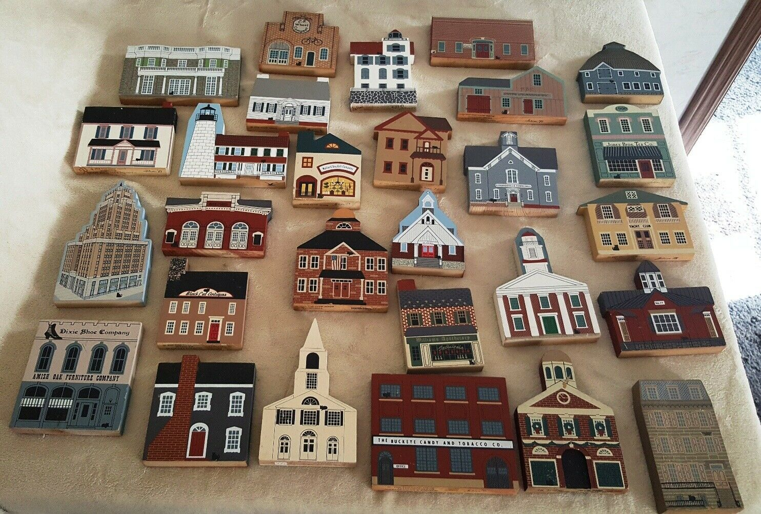Primary image for Cats Meow Village 28 piece lot
