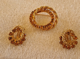 STUNNING VINTAGE ESTATE HIGH END AMBER RHINESTONE GOLD TONE BROOCH & CLI... - $15.00