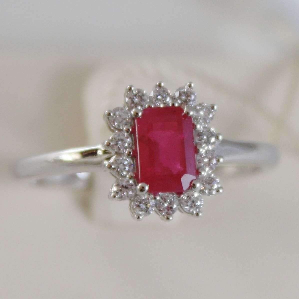 18K WHITE GOLD FLOWER RING, DIAMOND & EMERALD RED RUBY, 0.91 CT, MADE IN ITALY