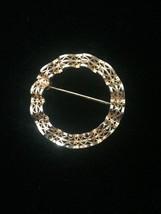 Vintage 50s Wavy Ribbon Filagree Gold Circle brooch