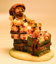 Boyds Town Village - Bo & Holly - All Wrapped Up - Miniature Figure - $13.65