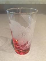 Vintage 70s set of 2 Color Base (pink) with etched flower cocktail glasses image 2