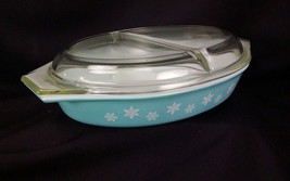 Vintage Pyrex Covered Divided Casserole Dish Turquoise Snowflake 1.5 Qt  USA - $33.65