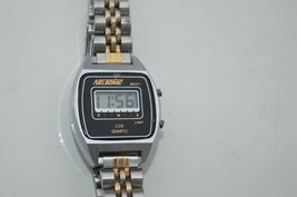 Vintage ''NELSONIC'' LCD QUARTZ  women's Stainless Steel Watch Runs Grea... - $17.72