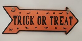 """Halloween Wall Hanging Plaque Sign Decor Bats Spiders Reads """"Trick or Tr... - $14.01"""