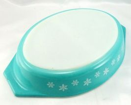 Pyrex Snowflake Turquoise Divided Dish 1.5qt ~ Made in the USA image 3