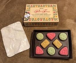 Petit Fours 8 Fragrance Guest Soaps Boxed Floral Cross-Stitch Print Lime... - $12.01