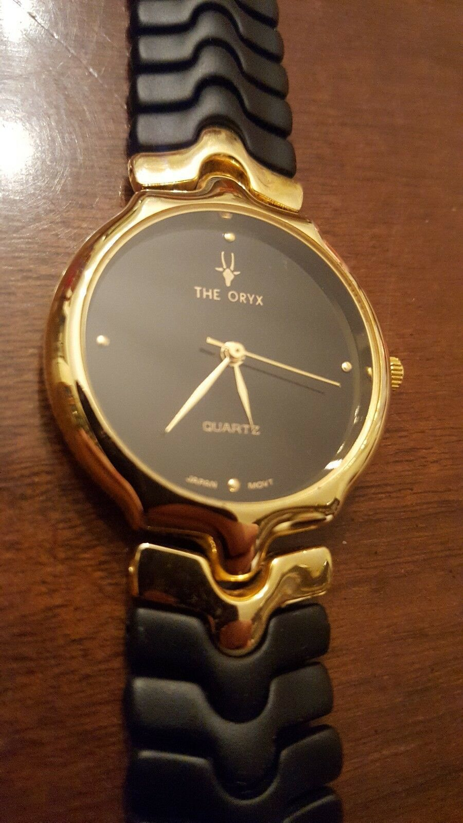 VINTAGE THE ORYX QUARTZ GOLD & BLACK FLEX BAND WRIST WATCH JAPANESE MOVEMENT